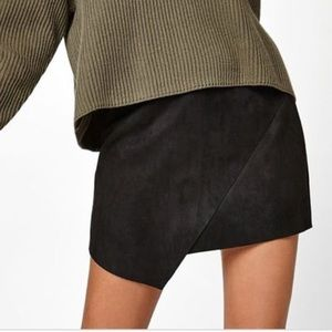 Kendall & Kylie Black Faux Suede Mini Skirt Small